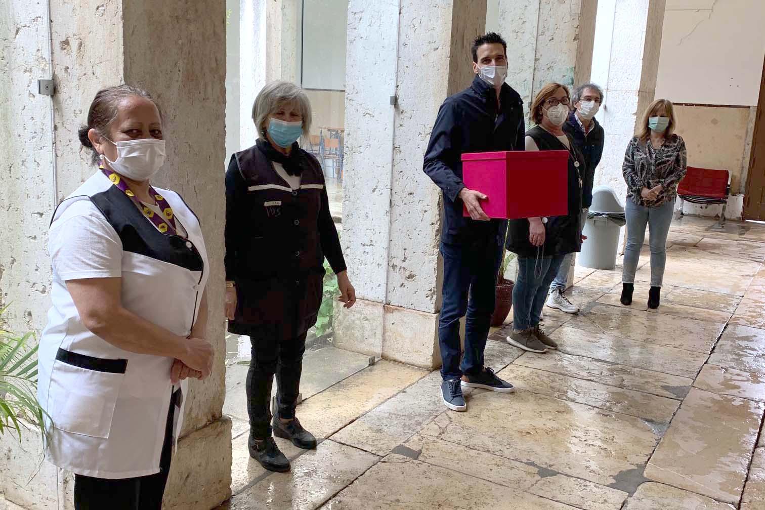 Máscaras com estória entregues à Junta de Carnide